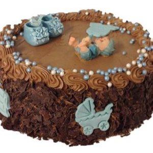 Sjokoladekake pyntet med sjokoladeflak og blå figurer
